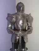 Middeleeuws-Ridder-Harnas-met-zwaard-Ridderharnas