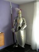 Kruisridder-ridder-harnas-Middeleeuws-Ridderharnas-met-lans